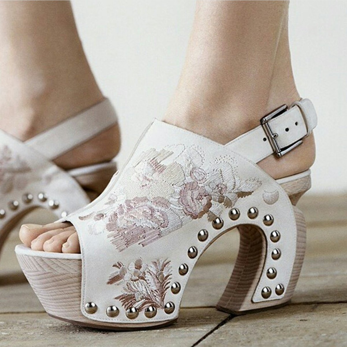 I love this twist on a clog w/ the hand-embroidered floral design #funshoefriday  What do u think?#repost @worldmcqueen #fashion  #shoes<br>http://pic.twitter.com/kL5RHYLtWt