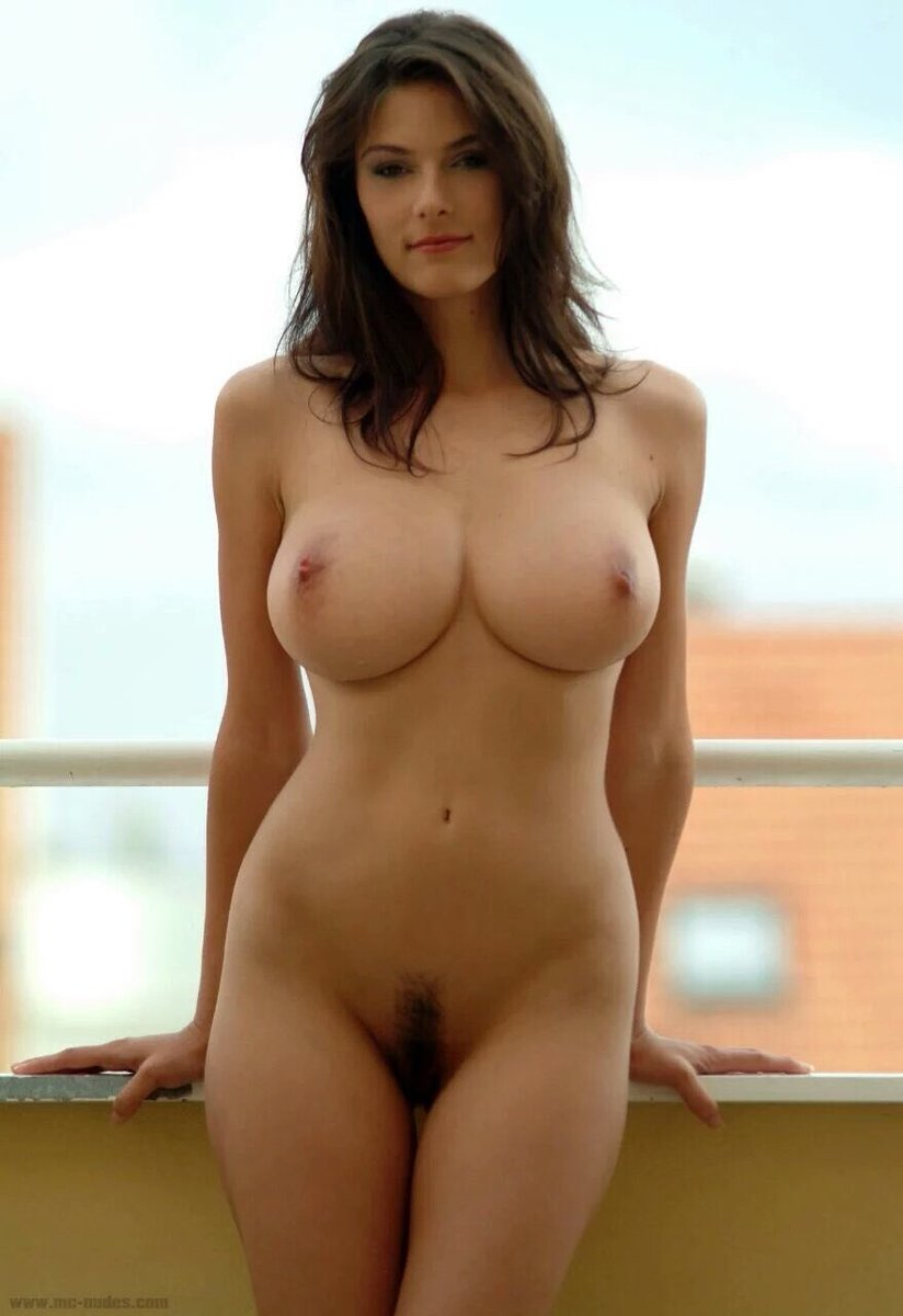 Крепкие ляжки голые красотки с классными фигурами женщин настоящий видео