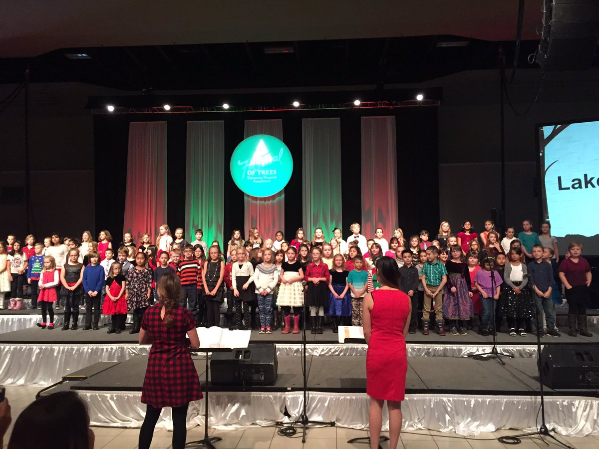Wow what a performance by the @LakelandRidge gr 2-6 choir. Thank you @RiceyTeach and Ms Li for making this happen. #125strong #YEGFOT