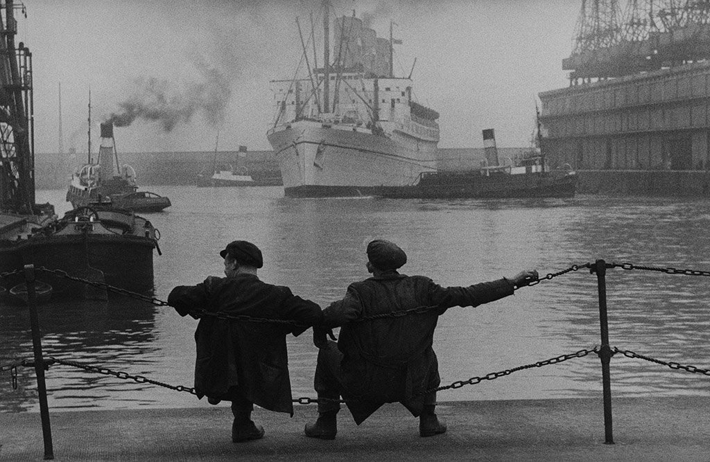 Dockers, Liverpool, 1955 (by Jean Marquis) #photography #1950s https://t.co/IVgrbiQJmy via @omaha60