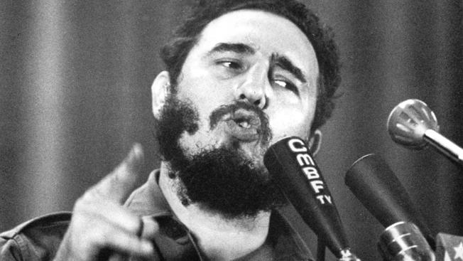 BREAKING: Fidel Castro, former president of Cuba, has died at age 90, Cuban television reported.  https://t.co/NwTXSKVjAW