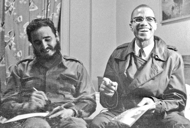 Fidel Castro (RIP) here in Harlem meeting with Malcolm X in the early 60's after the Cuban revolution. https://t.co/8gt6lURTHq