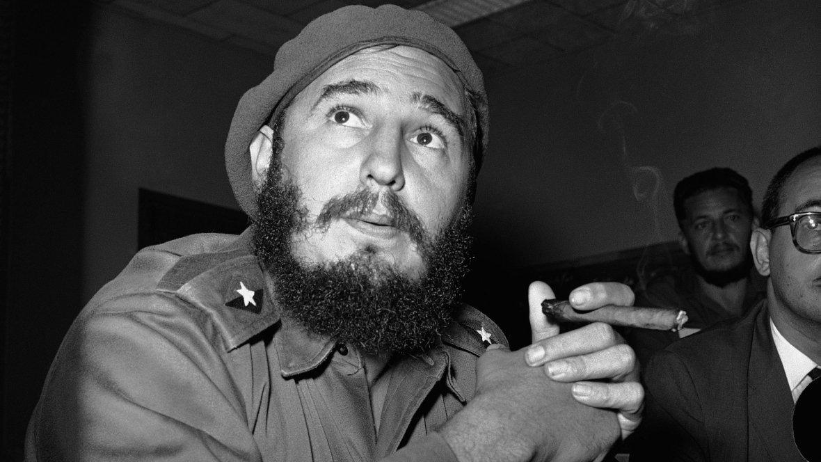 BREAKING: Cuba's Fidel Castro has died at age 90 https://t.co/DITuGkK63R https://t.co/POF6BTbdNq