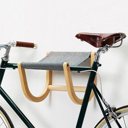 3297a7b9f3b #TomokoAzumi's #wooden-framed, #wallmounted #Rene #bikerack for #Zilio  offers an elegant #bike #storagesolution: http://ow.ly/AWfr306vVsb pic. twitter.com/ ...