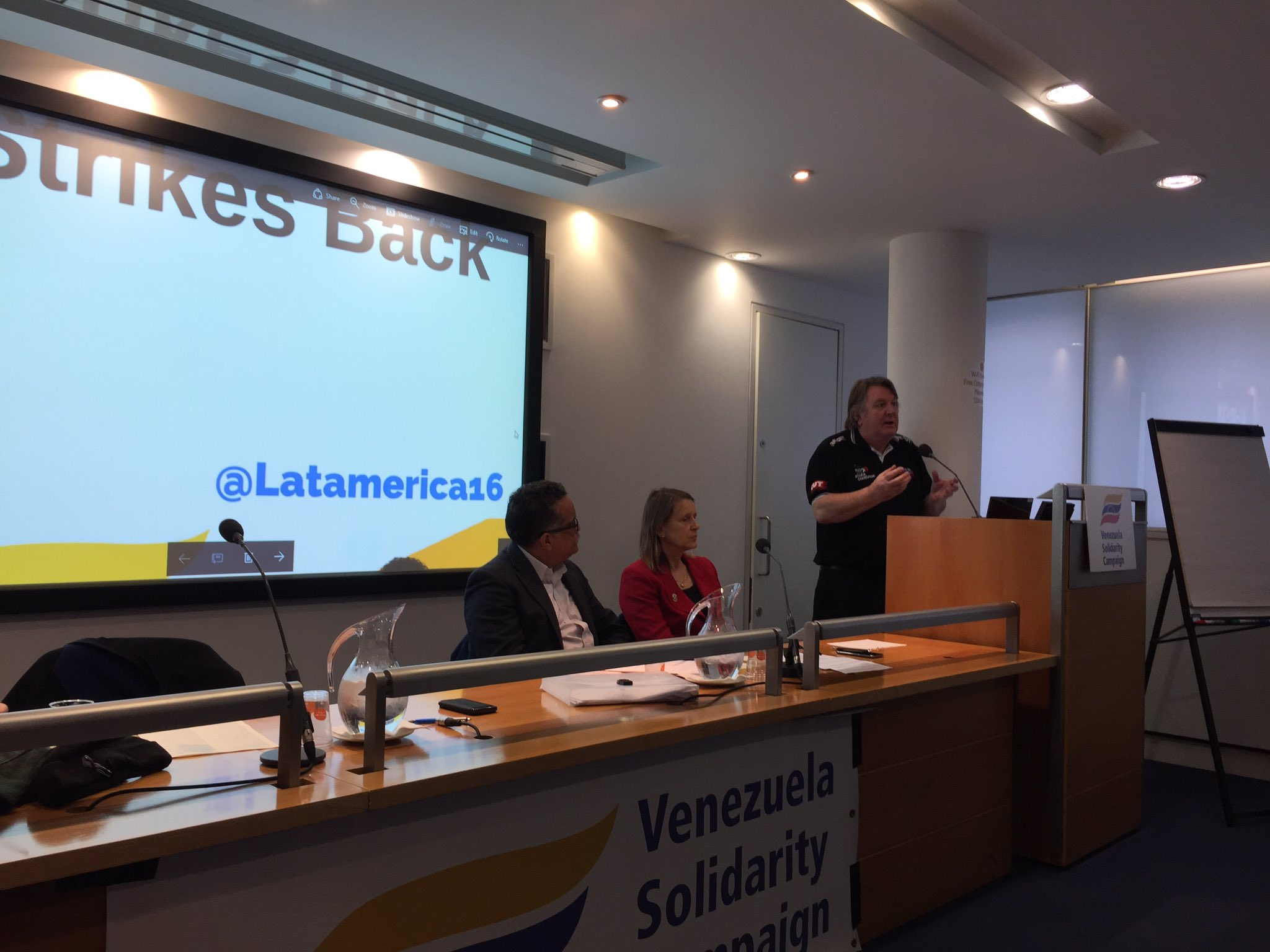 Tony Burke, Unite AGS. Solidarity with our Sisters & Brothers in Venezuela @LatAmerica16 @TonyBurke2010 https://t.co/BfvB8ii6Oi