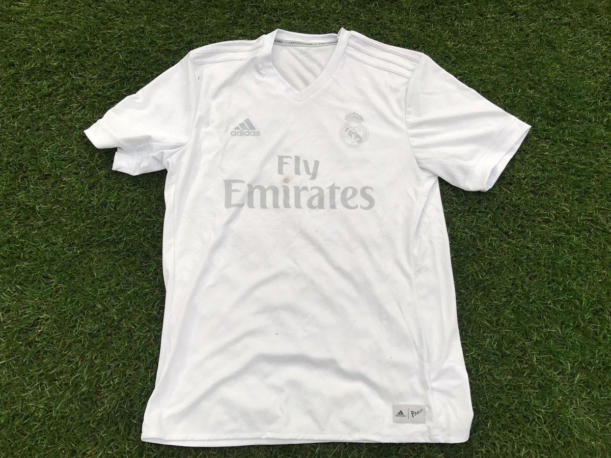 La novedosa camiseta del Real Madrid con la que jugó ante Sporting Gijón 4c4ad36132335