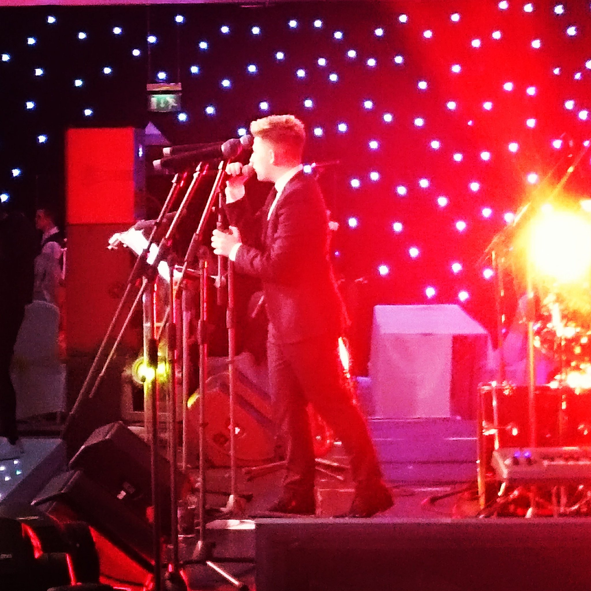 RT @StAndrewHospice: Thank you to the fantastic @nickymcdonald1 for entertaining us! #GrandSnowflakeBall https://t.co/Kea3RQ6irK