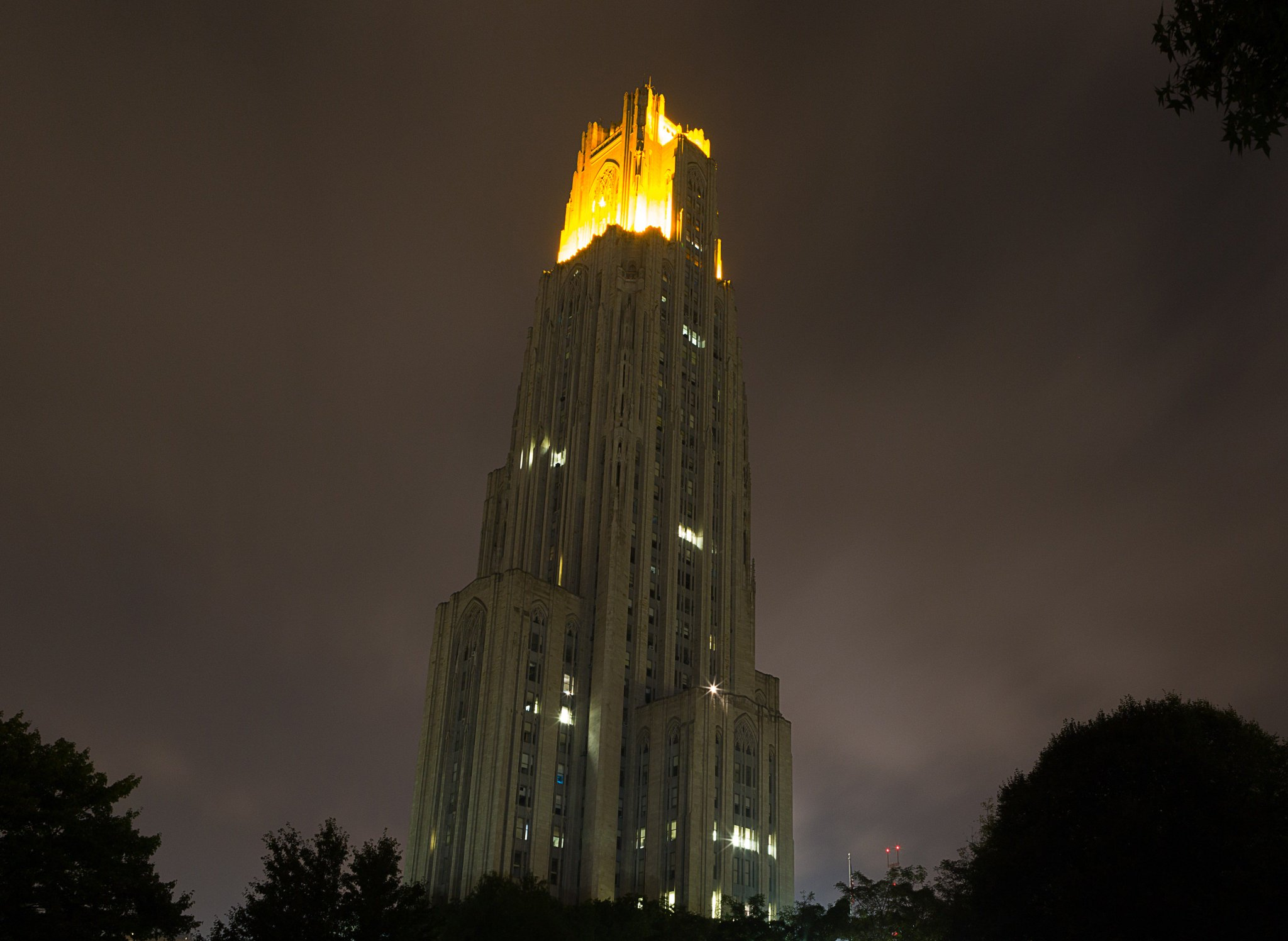 Victory Lights for our Seniors!! What a group!! #PittIsLit #H2P https://t.co/cvBloqiuTo