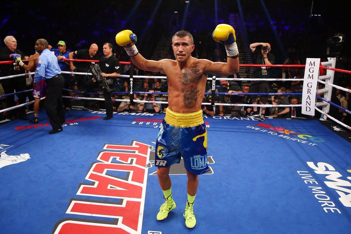 Украинец Ломаченко досрочно победил ямайца Уолтерса и защитил титул чемпиона мира по боксу