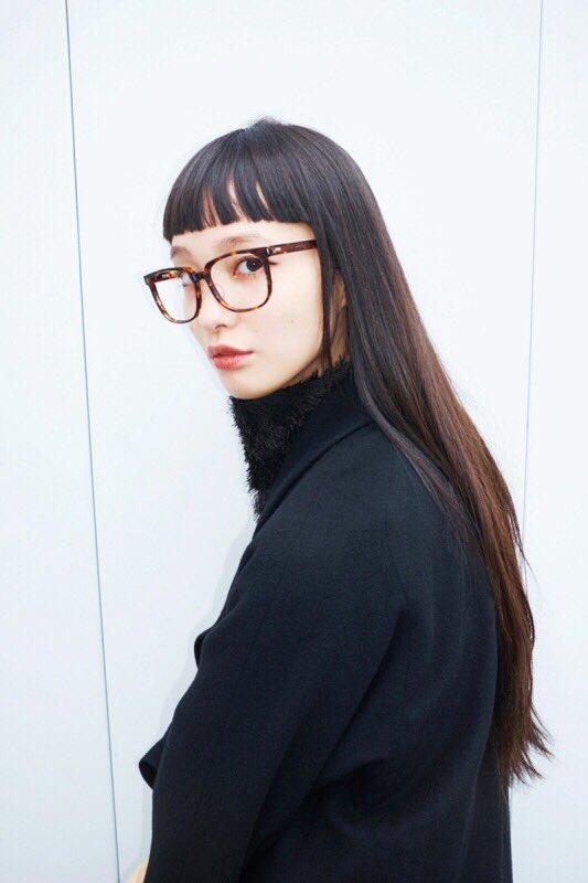 萬波ユカ 眼鏡