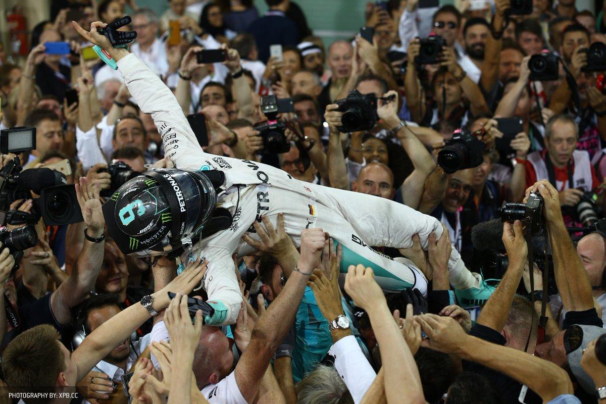 F1 Abu Dhabi: vince Hamilton ma Rosberg è Campione del Mondo, 34 anni dopo il padre