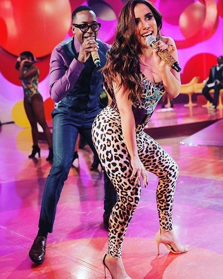 Anitta gostosa no esquenta dancando bumbum granada - 1 4