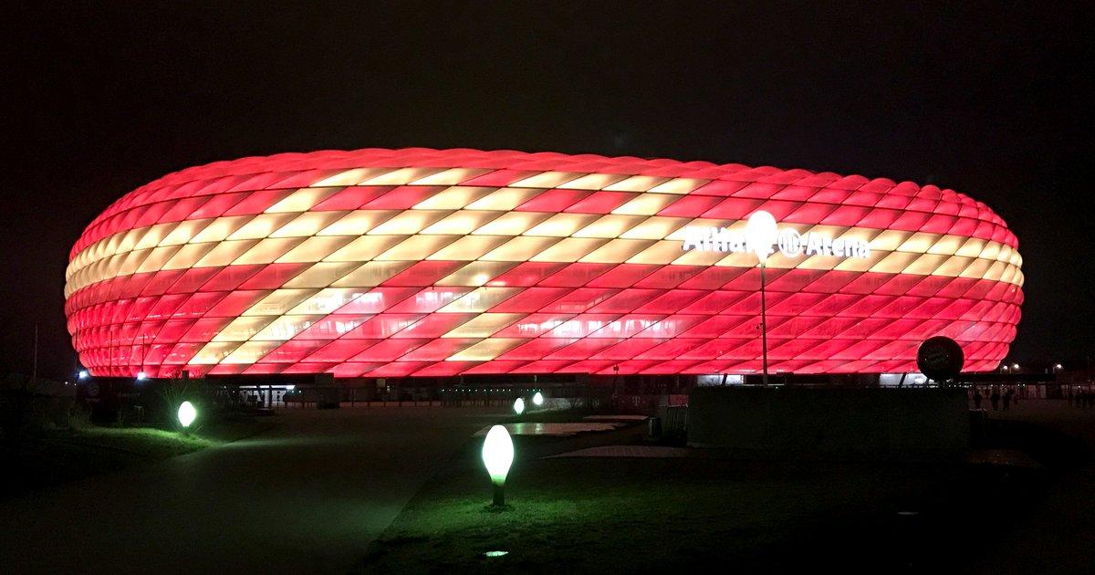 Sonderbeleuchtung in der Adventszeit 🎁 😉 #FCBXmas #AllianzArena