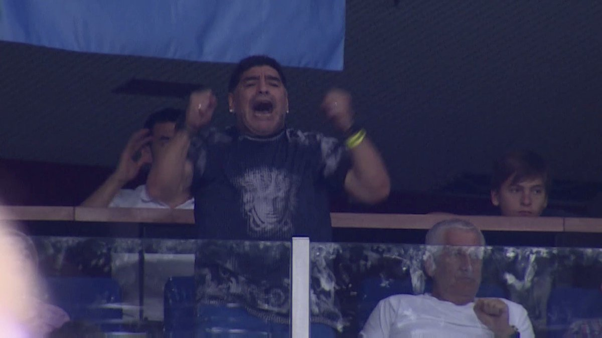 Diego #Maradona is really living every moment of this #DavisCupFinal! https://t.co/L7UeUAeAZL