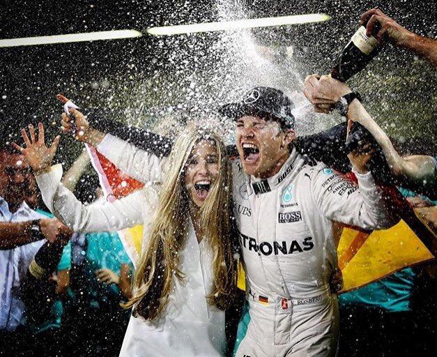 Nico Rosberg lascia la Formula 1 per amore alla moglie Vivian Sibold