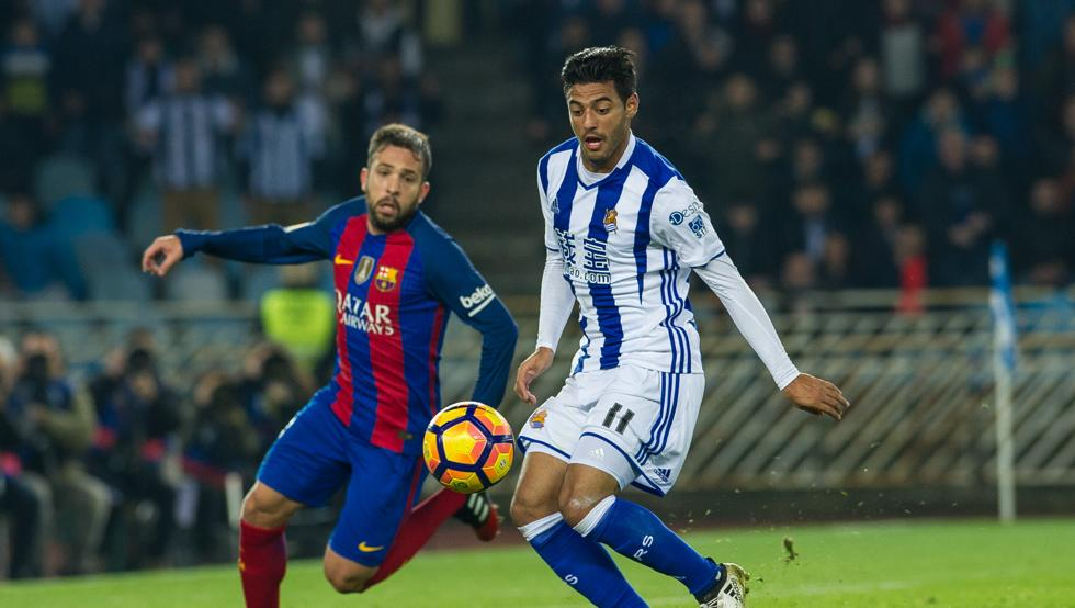Carlos Vela matching up against Jordi Alba