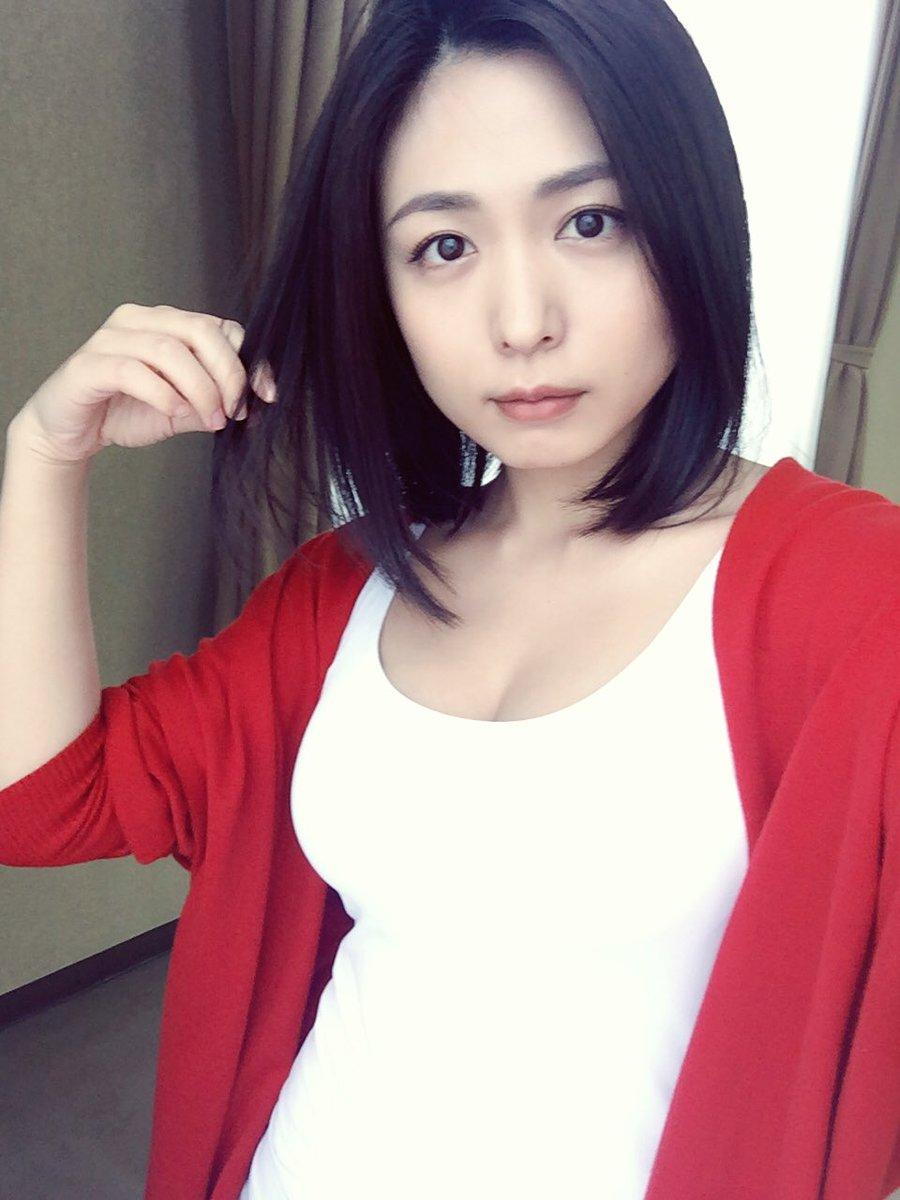 髪のアクセサリーが素敵な川村ゆきえさん
