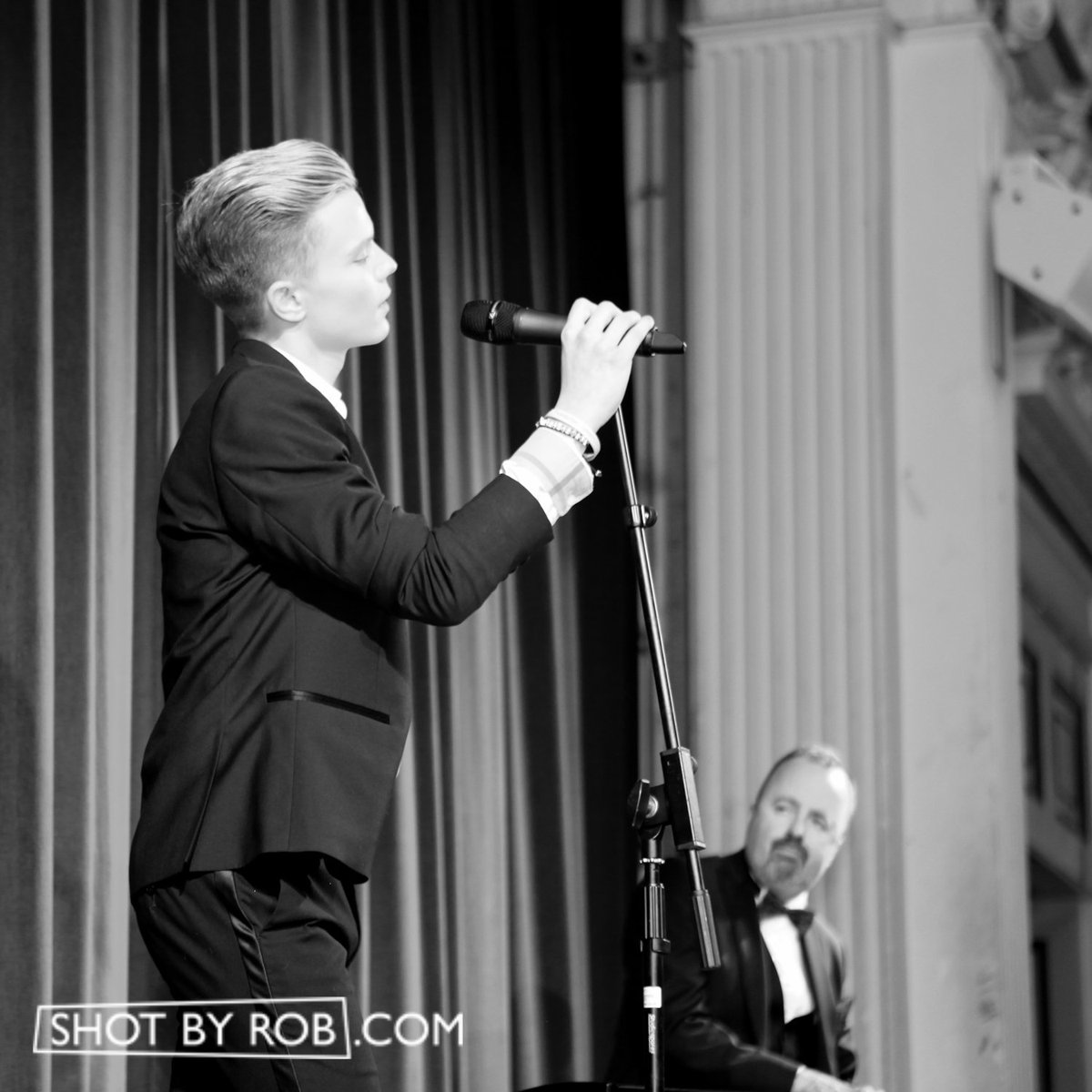@RonanParke performs at @PT_Foundation #EqualityBall #London. #PeterTatchell #RonanParke https://t.co/QlVPDht6C4