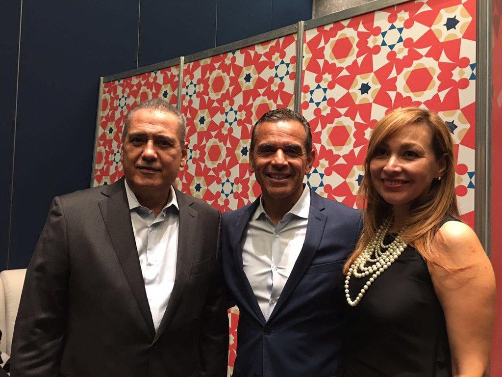 Tuve oportunidad de platicar con el ex alcalde de los Ángeles, @antonio4ca, sobre gobernabilidad #FILGuadalajara30