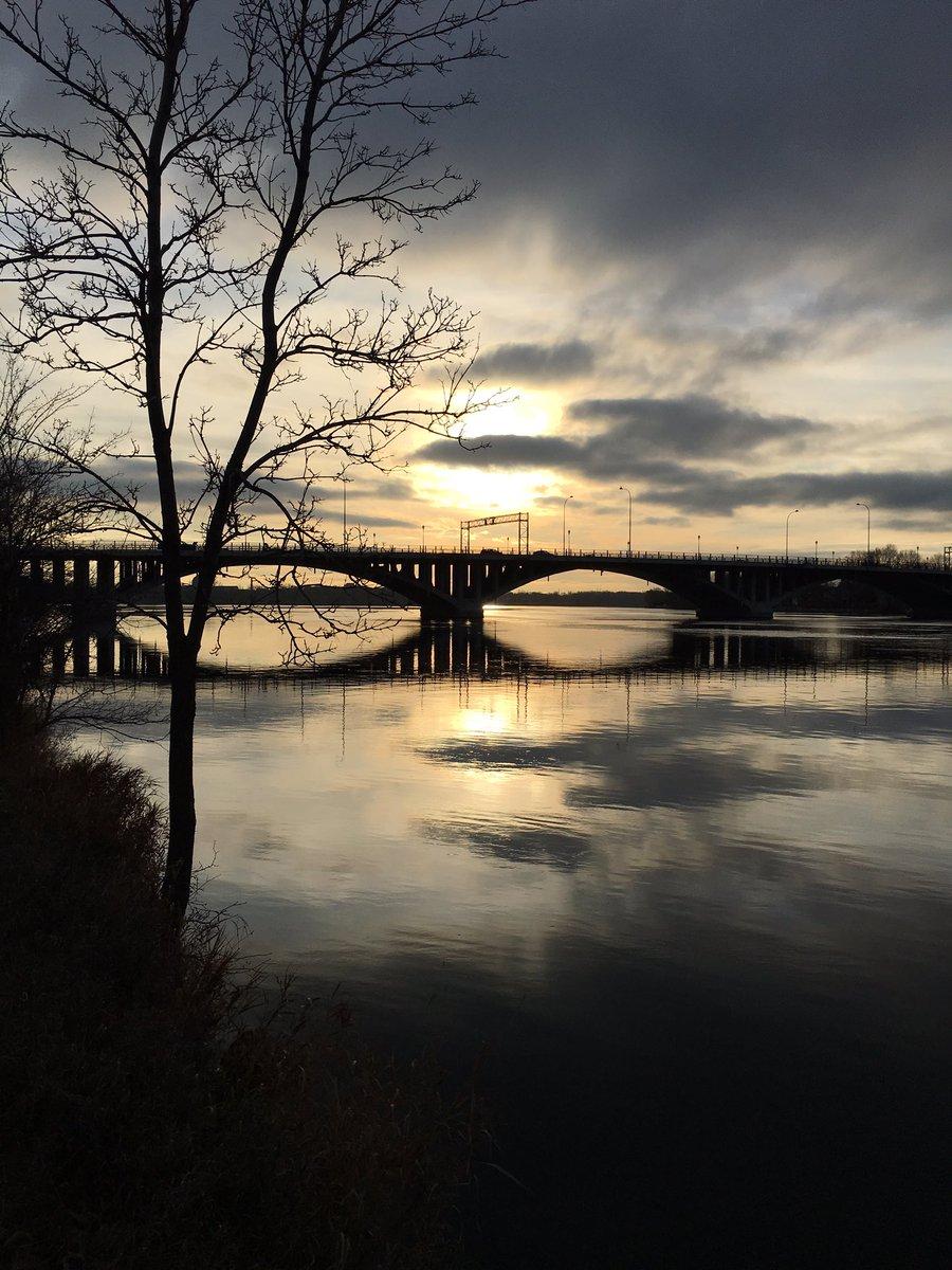 Le pont entre les mondes #photo #novembre #Montréal https://t.co/qhmT7hXpHv