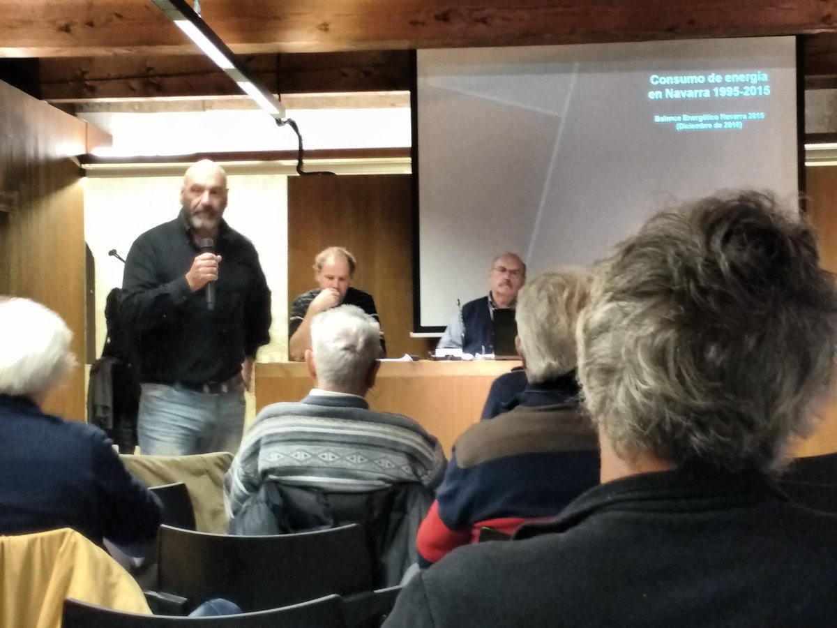 Un momento del debate, desde el público (foto publicada en Twitter por un asistente).