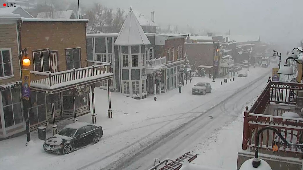 We've been enjoying a beautiful snowstorm in Park City! Check it out, live from our webcam: https://t.co/cOeR3ItcO3 https://t.co/xvKpimixiJ
