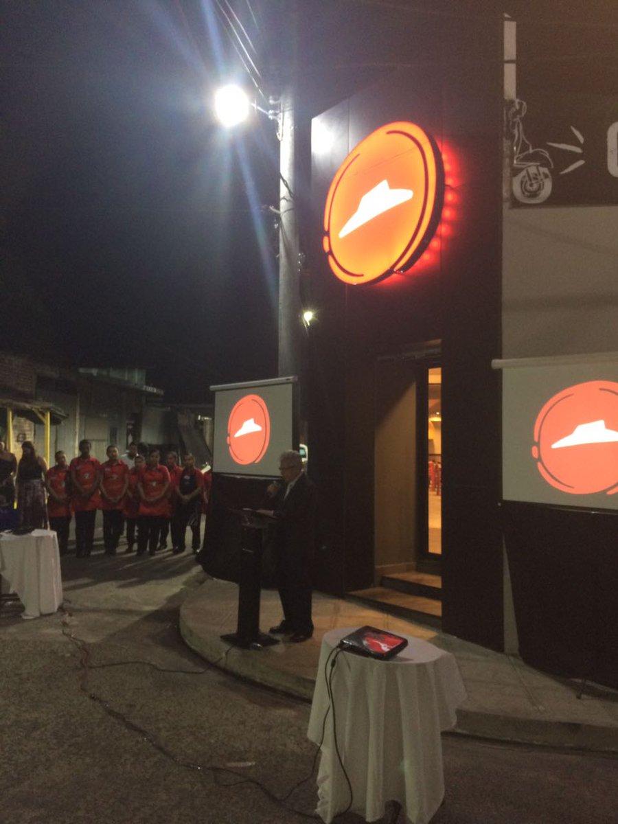 Con las palabras de @MedardoAlcalde damos por inaugurado el nuevo restaurante de Pizza Hut en San Vicente