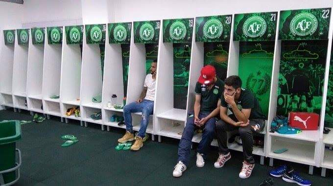 3 players who are injured and suspended didn't travel to Colombia and alive.  They're shocked. 😢 Chapecoense #ForçaChapecoense https://t.co/T3TPOBWSfm