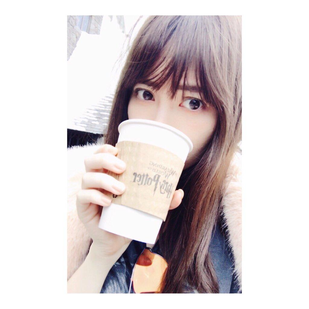 コーヒーを飲む小嶋陽菜