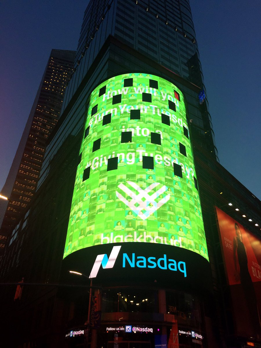 At the Blackbaud Command Center at NASDAQ for #GivingTuesday. Let's #TurnYourTuesday https://t.co/lxXKPQdfTa