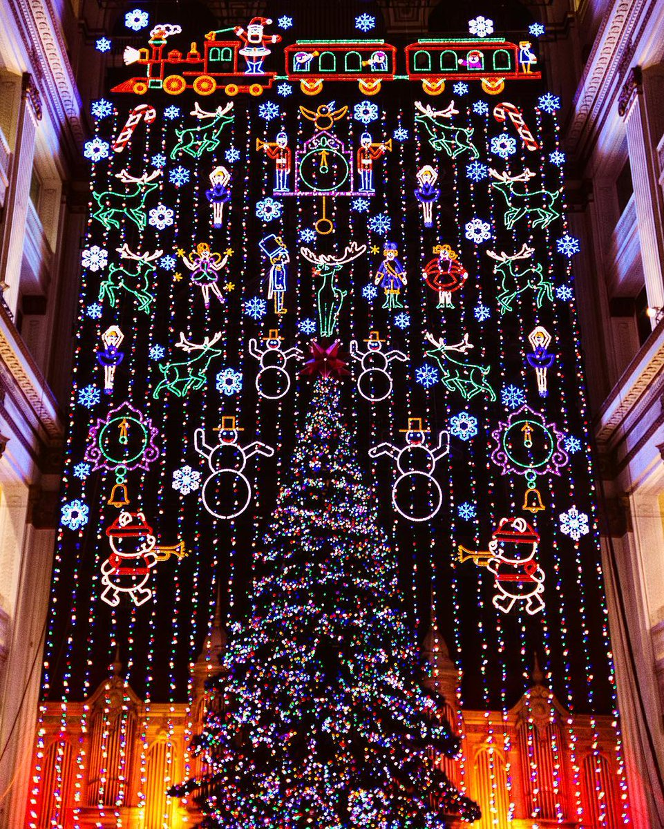 the macys christmas light show consists of over 100000 energy efficient led lights photo by instagrammer kwakamoli httpstcodul0oklwwg - Is Macys Open On Christmas