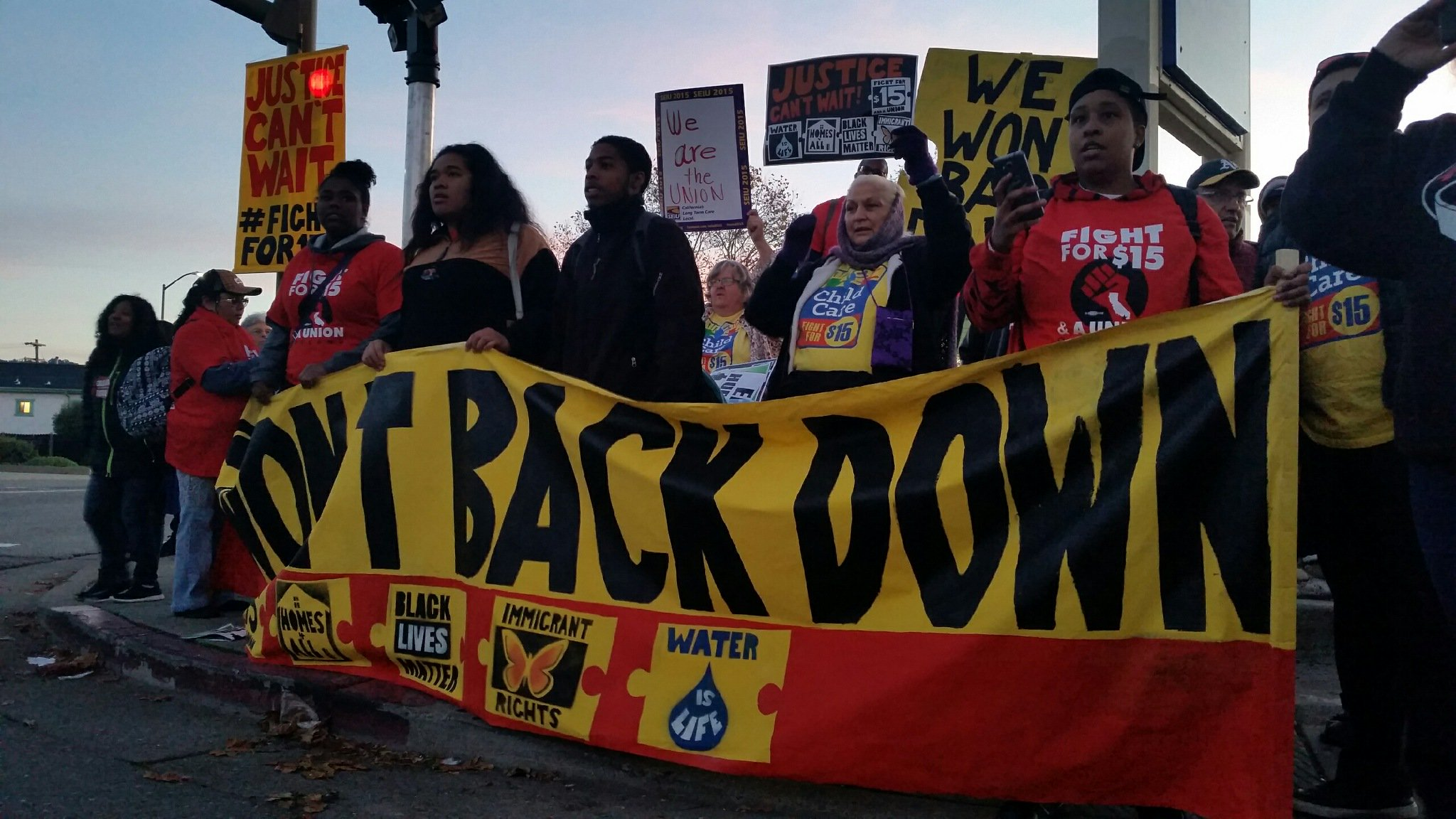 Looking strong in Oakland, CA this morning. We won't back down until the economy works for all! #Fightfor15 @NorCalFF15 https://t.co/ECiGfjCKkO