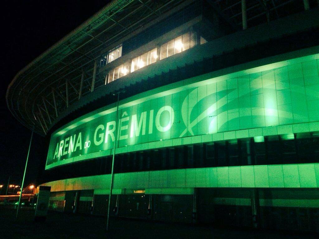 IMAGEM | Uma noite de estrelas no céu de Porto Alegre em que os corações azuis e vermelhos batem verde. https://t.co/5Q59q4i05u