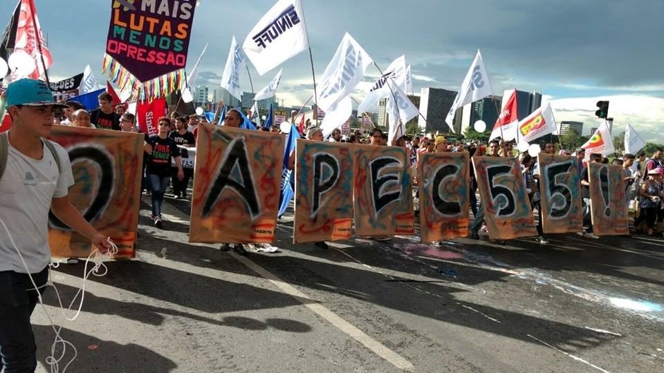 ACABOU A PAZ! O POVO TÁ NA RUA POR DIREITOS SOCIAIS!  Vamos barrar a PEC 55!  #EstudantesContraPEC #OcupaBrasília