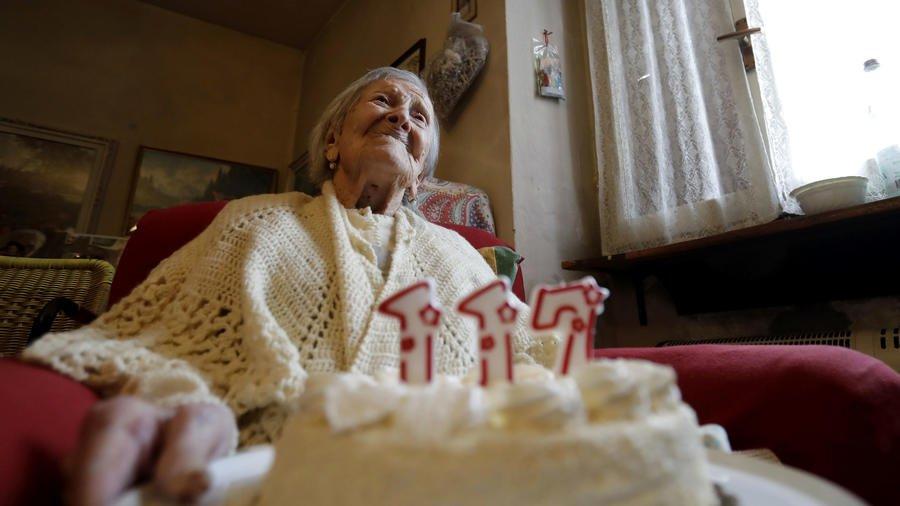 Verbania, Emma Morano compie 117 anni e canta «Parlami d'amore Mariù»