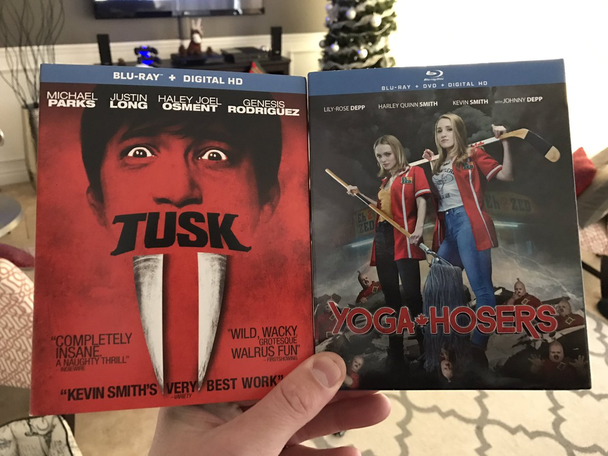 @ThatKevinSmith finishing up with @YogaHosers. Gonna rewatch #Tusk #WalrusYes can't wait for #MooseJaws #TrueNorthTrilogy #YogaHosers https://t.co/OXEPLQ4Nhg
