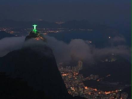 Cristo Redentor é iluminado de verde em homenagem à @ChapecoenseReal. Coisa linda! → https://t.co/mrgKsHrIZQ https://t.co/oFp5r8wqDb