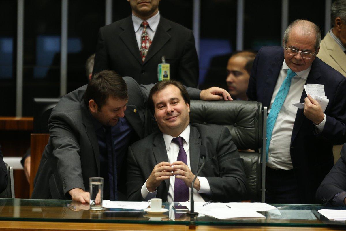 REVOLTANTE: Na calada da noite, Câmara desfigura 10 medidas contra corrupção https://t.co/pFMF7ADlsl