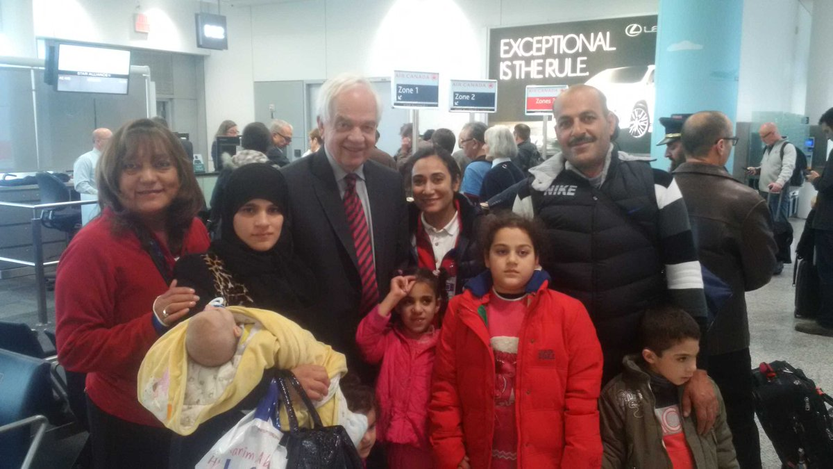 Just met family of Syrian refugees who arrived in Montréal yesterday. Welcome to Canada! https://t.co/snoOsXCLmJ