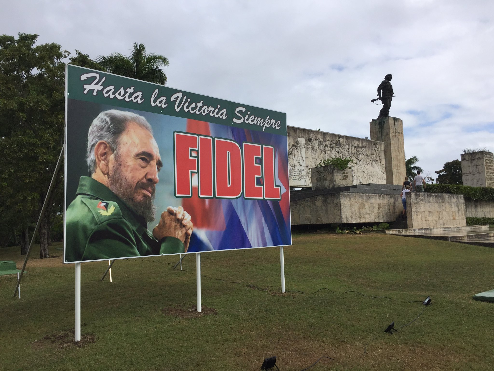 Hoy Fidel y el Che se reencuentran. Esta noche la caravana de la libertad llega hasta aquí: la plaza de la revolución en Santa Clara. https://t.co/eleSLJdvNn