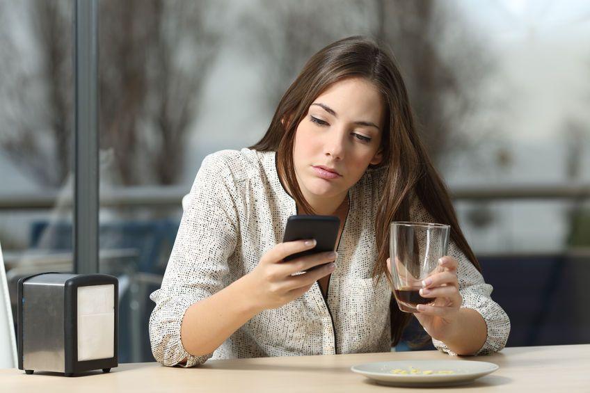 Wie man einen Betrüger auf Dating-Seiten sieht