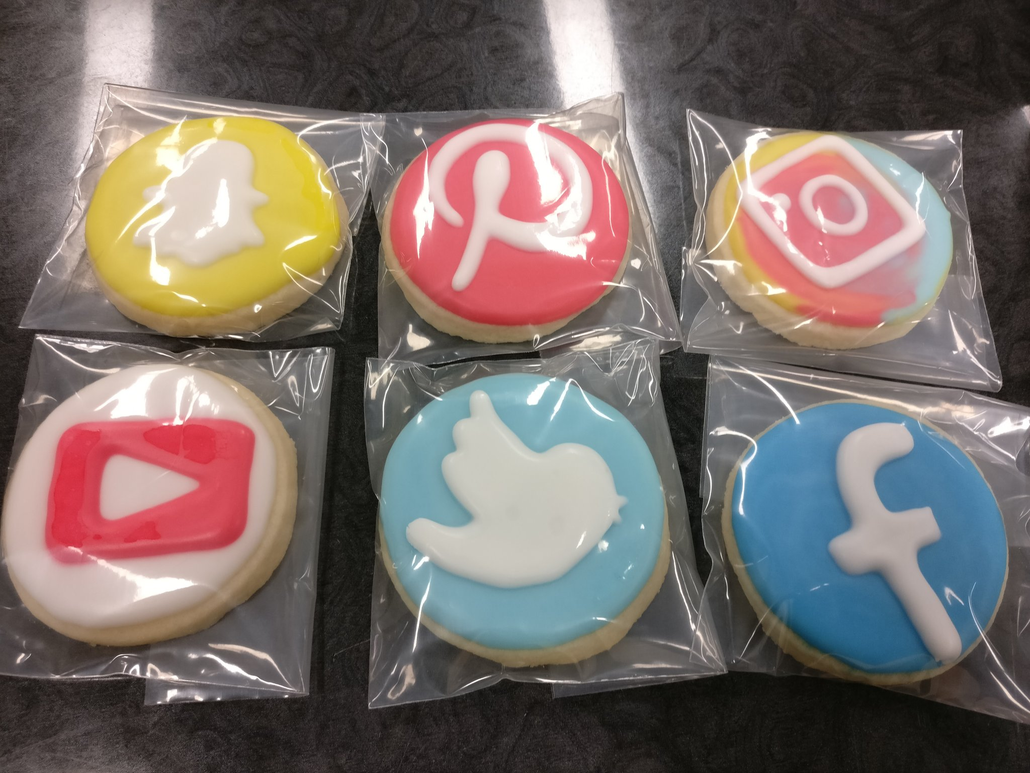Delicious cookies at Higher Ed Social Media conference #hesm16 #uoft #snapchat #fb #twitter #IG #youtube #Pinterest @IMIUofT @ManagementUTM https://t.co/8sPPguv5wd
