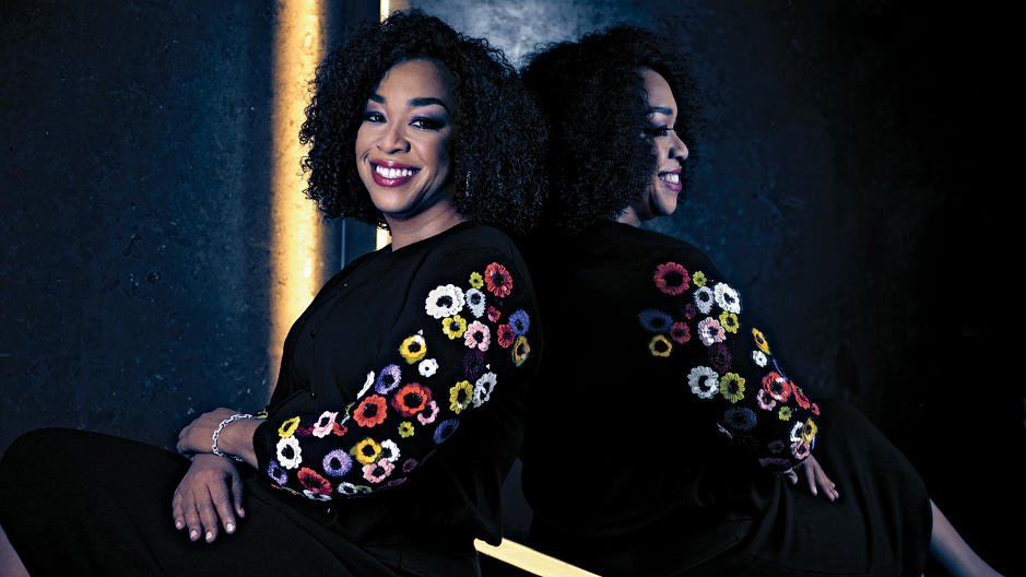 Rules and routines? @shondarhimes '91 H'14 spills her productivity secrets to @FastCompany.  https://t.co/JwKLPpi49J https://t.co/tK4pkZD2Fo