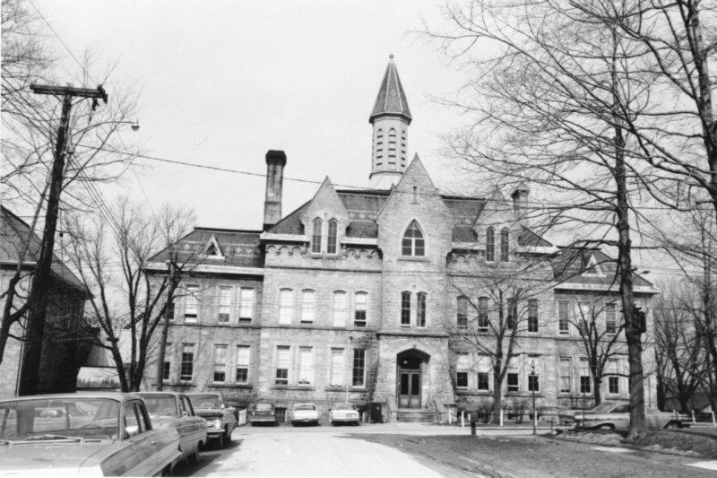 """@adamadonaldson """"Central School was four storeys"""" -Cllr Bell 🤔 https://t.co/CdqKtn2prN"""