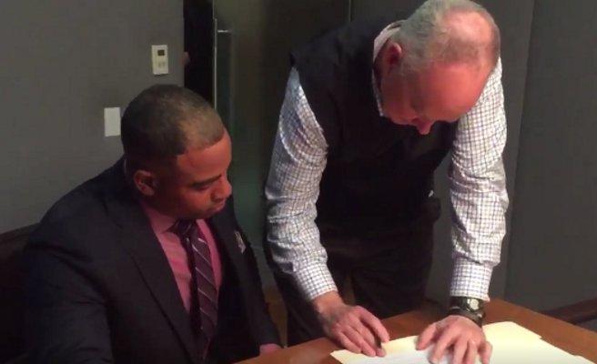 New York Mets: Yoenis Cespedes, Sandy Alderson sign new contract (Video) #NYM  https://serve.fans/r/45e26abbb1