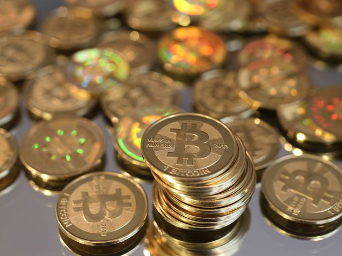 Coinbase ordered to turn over customers records to IRS - F3News #Coinbase #f3news #breaking …<br>http://pic.twitter.com/TjWir6syR9