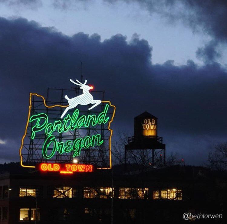 It's officially the holidays now that the red nose is glowing!   (Pic: bethlorwen - Instagram) #PDX #PDXNOW https://t.co/LuOCk28SFS