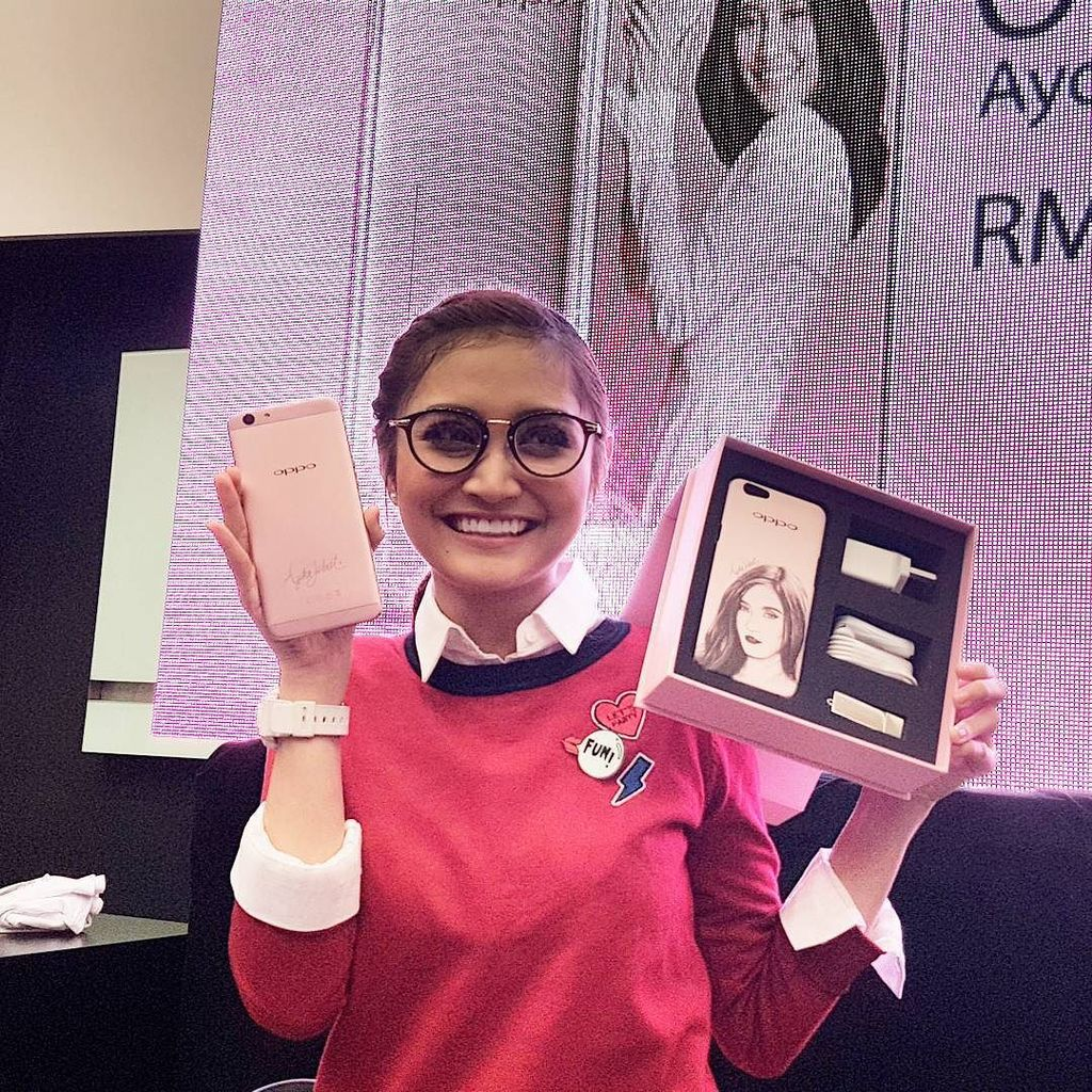 The #OPPOF1s Ayda Jebat Special Edition retails for MY1,398. Only 1,000 units available. #… https://t.co/XR8Ut3UQ7W https://t.co/hQb7W0lgEn