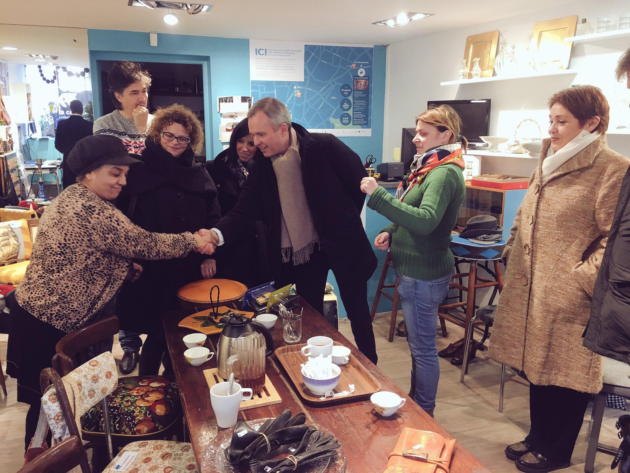Visite à @montreuil, rencontre des acteurs de l'économie sociale et solidaire. La Collecterie reconditionne des objets récupérés #IdéeCadeau https://t.co/LctqIsxF3v