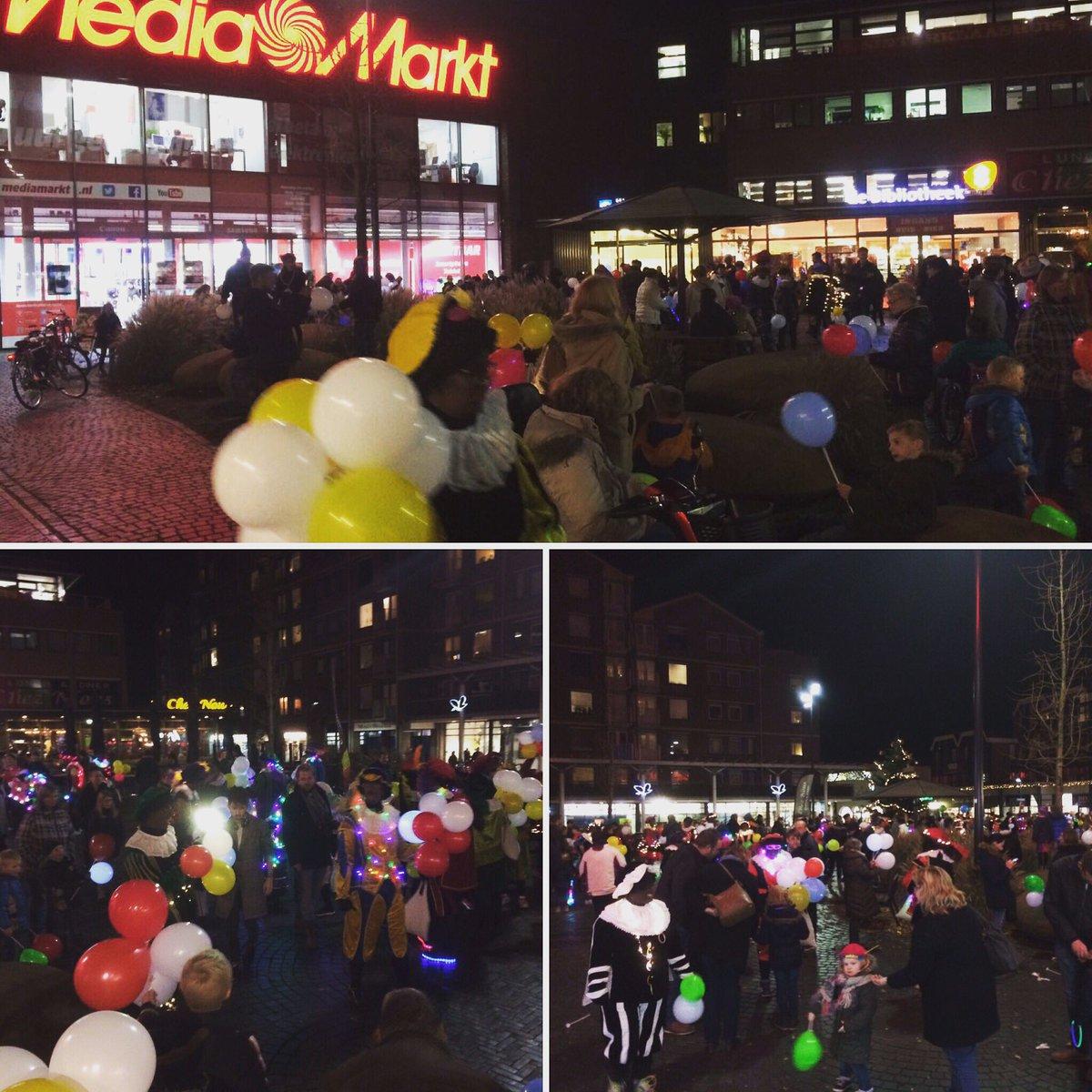 Pietengekte @MediaMarktEmmen @Noorderplein #sinterklaas #koopavond #lichtjesparade #sintshoppen https://t.co/lwQAa00Ite